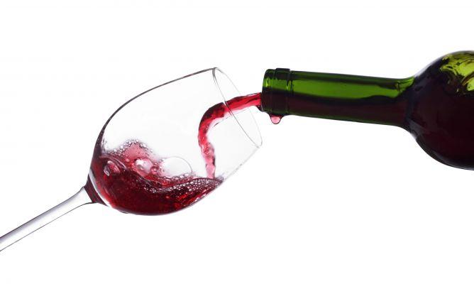 ¿Cómo servir el vino en una mesa? Nociones básicas de Protocolo.